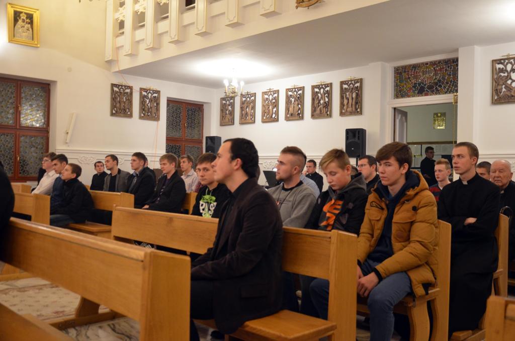 Adoracja dla młodzieży 19.11.2015r  030