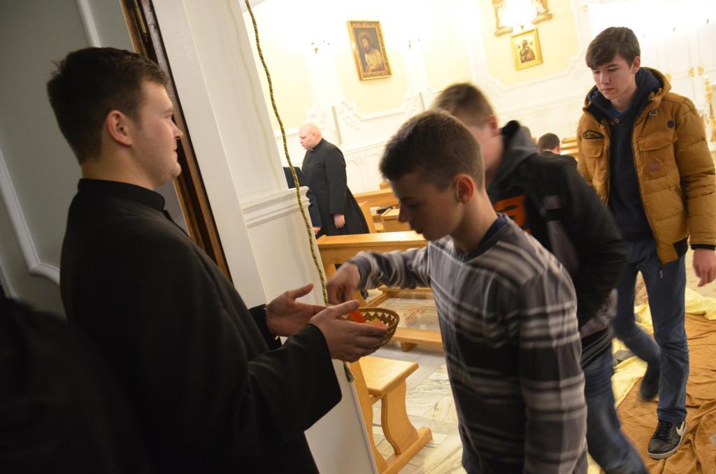 Adoracja dla młodzieży 19.11.2015r  033