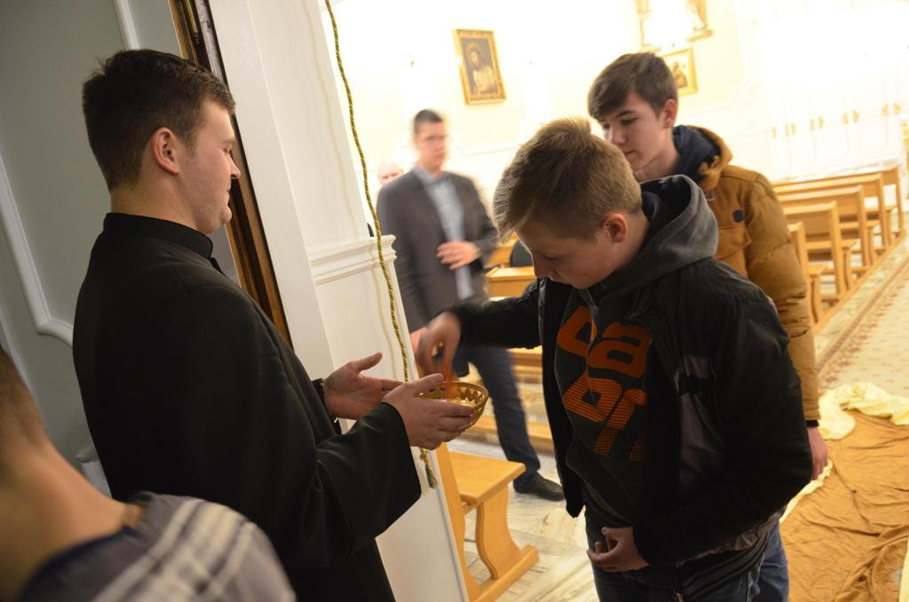 Adoracja dla młodzieży 19.11.2015r  034